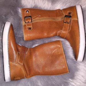 UGG Boots New sz 6.5 Retail $200